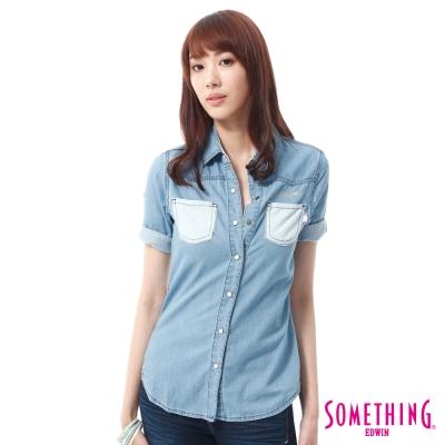 SOMETHING 剪接洞洞短袖牛仔襯衫 -女-重漂藍