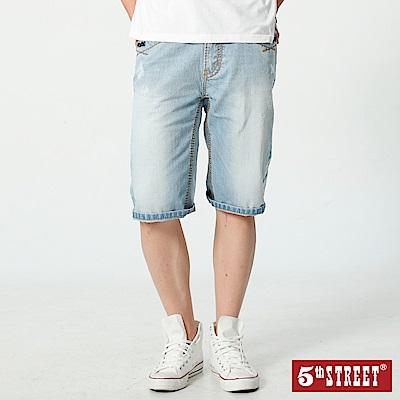 5th STREET 街霸粗線牛仔短褲-男-漂淺藍