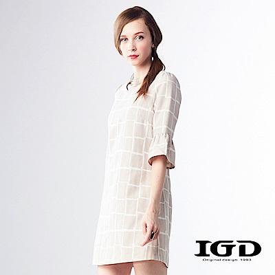 IGD英格麗 優雅格紋荷葉袖造型五分袖洋裝-卡其