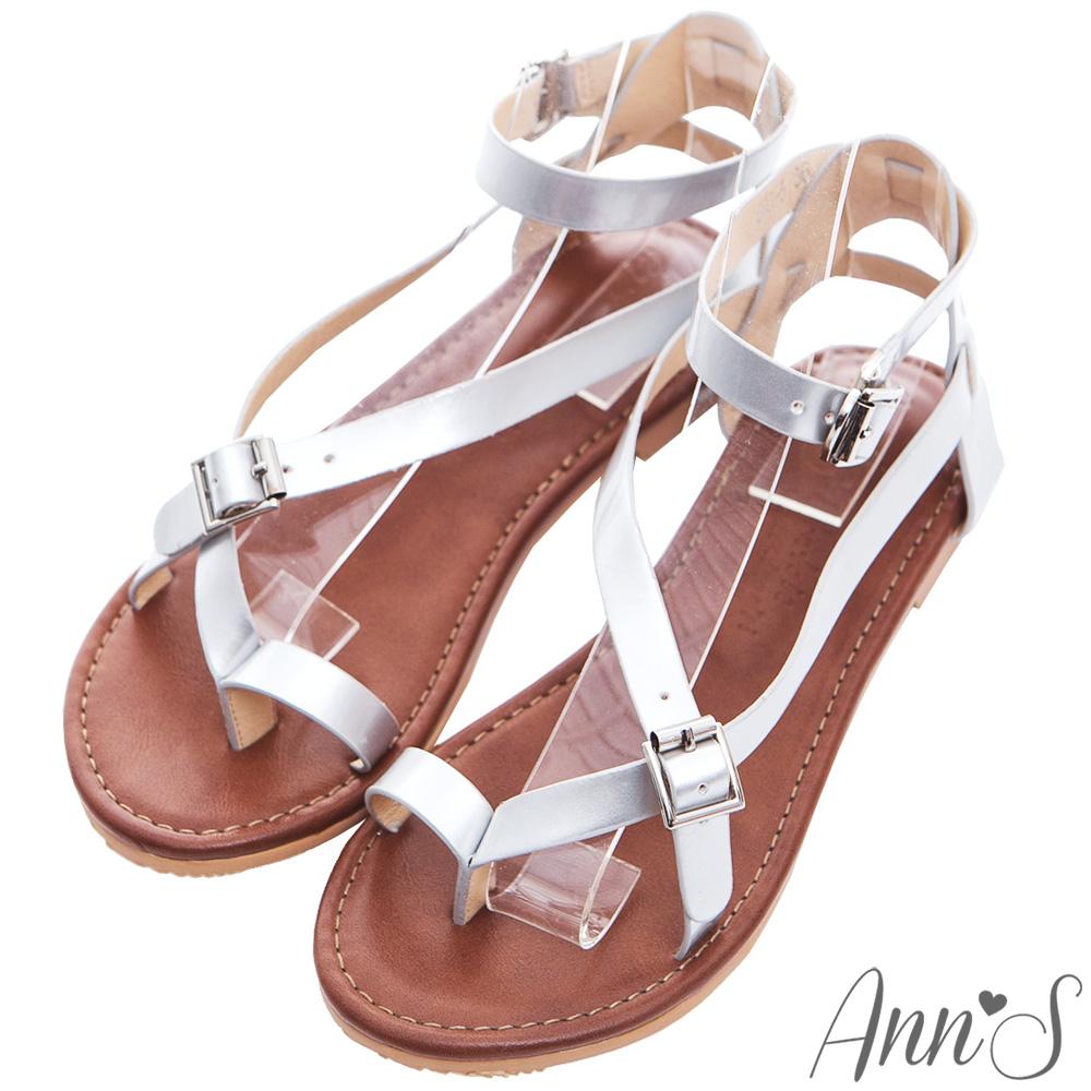 Ann'S歐美部落客-率性漆皮交叉繞帶寬版平底夾腳涼鞋-銀