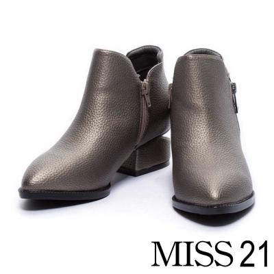 短靴 MISS 21 經典光澤皮革尖頭造型粗跟短靴-銀灰