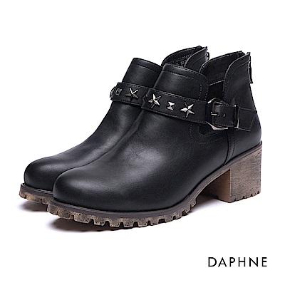 達芙妮DAPHNE 短靴-星型鉚釘皮帶釦拼接粗跟踝靴-黑