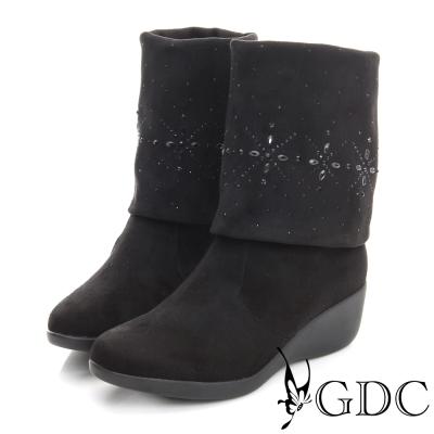 GDC個性-絨布真皮三穿水鑽圖騰楔型跟長靴-黑色