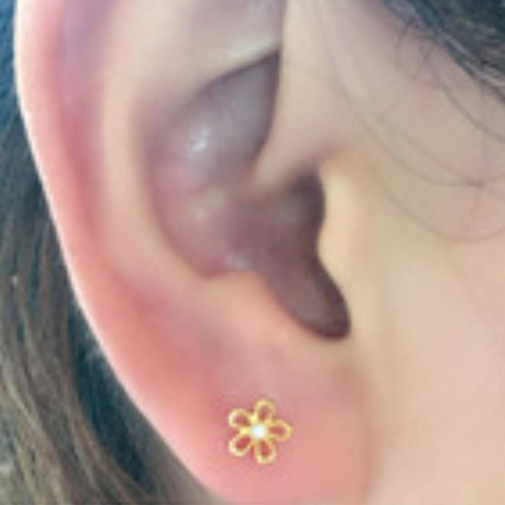 Hera 赫拉 鈦鋼簍空小花水鑽耳骨釘/耳釘-單顆