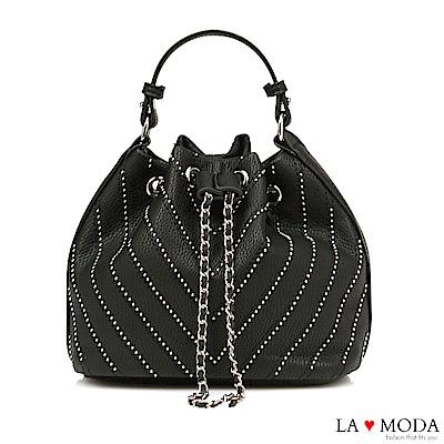 La Moda 率性百搭鉚釘線條束口肩背斜背水桶包(黑)