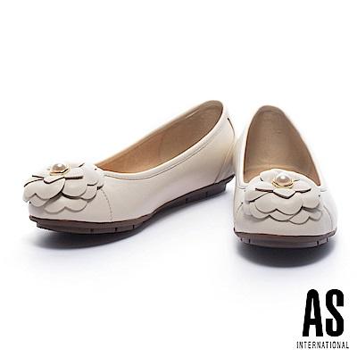 娃娃鞋 AS 優雅迷人珍珠山茶花飾全真皮平底娃娃鞋-白