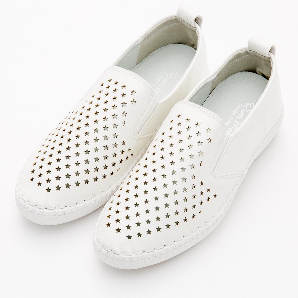 River&Moon大尺碼-超Q軟縫線星星洞洞超纖休閒小白鞋