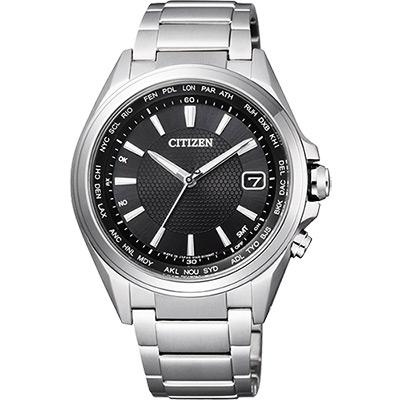 CITIZEN 鈦光動能電波萬年曆腕錶(CB1070-56E)-黑/42mm