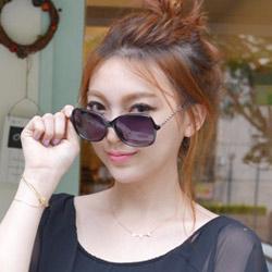 梨花HaNA 好萊鴉時尚金屬縷空鏡架太陽眼鏡-漸層黑