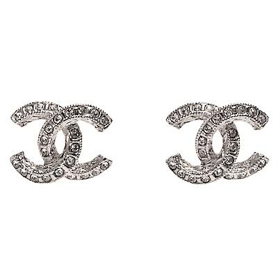 CHANEL 經典雙C LOGO水鑽鑲嵌弧形穿式耳環(迷你-銀)