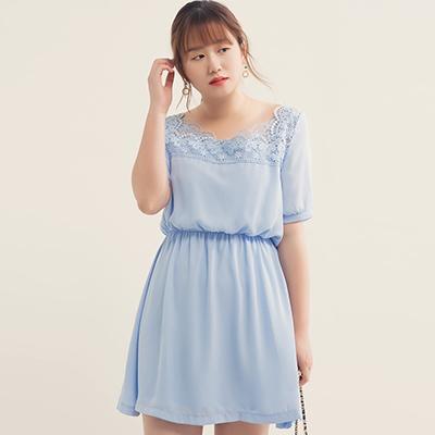 AIR SPACE PLUS 蕾絲方領口縮腰雪紡短洋裝(藍)