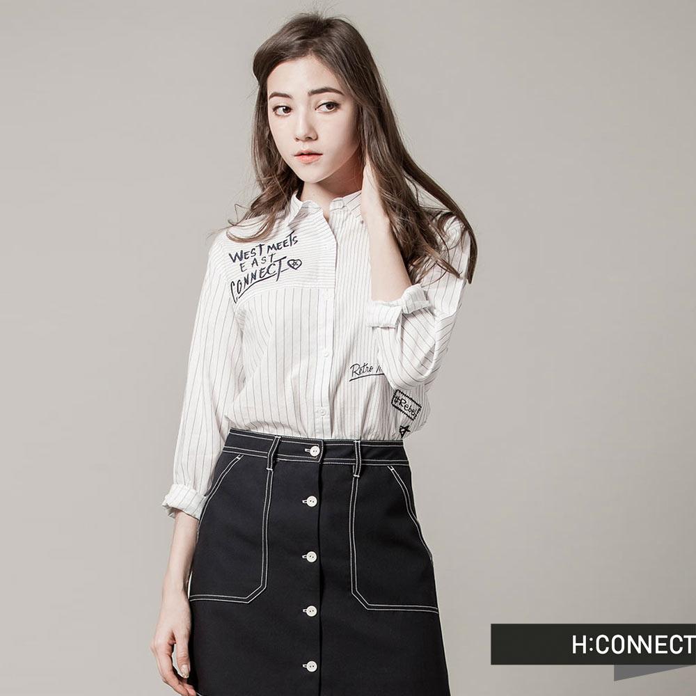 H:CONNECT韓國品牌女裝-CONNECT不對稱草寫襯衫-白快