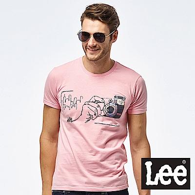 Lee 相機照片印刷短袖圓領TEE-男款-粉