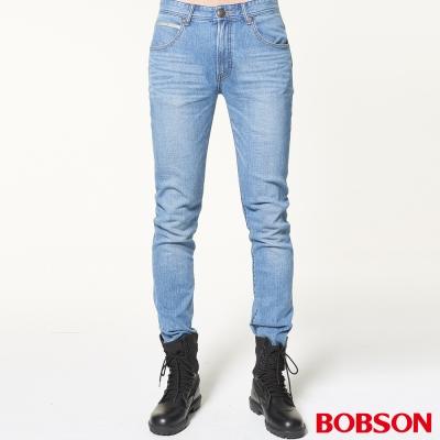 BOBSON 男款低腰後貼雙袋淺藍直筒褲