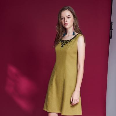 ICHE衣哲 簡約時尚羊毛鑲飾修身造型洋裝-芥末綠