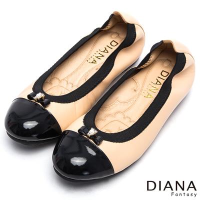 DIANA-漫步雲端焦糖獅子款-鬆緊帶真皮平底鞋-黑x卡其