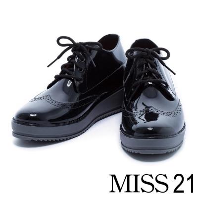 雨鞋 MISS 21 時尚牛津風雕花造型厚底雨鞋-黑