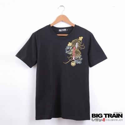 BIG TRAIN 夏富菊鯉魚圓領T-男-黑色