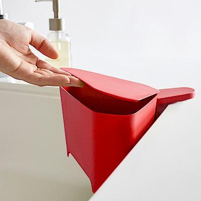 日本 YAMAZAKI-AQUA吸盤式轉角收納桶(紅)★廚房收納/小型垃圾桶架/廚餘桶