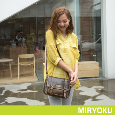 MIRYOKU-經典復古皮革系列-自然風造型兩用斜揹包-泥綠-共4色