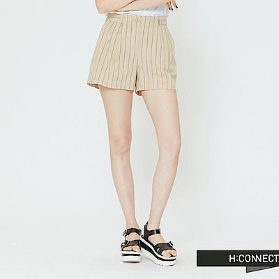 H:CONNECT 韓國品牌 女裝 -棉麻直條紋休閒短褲-卡其