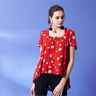今年必備方領蝴蝶結綁帶設計滿版印花長版造型上衣-紅