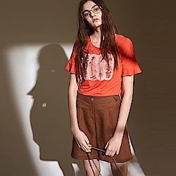 ICHE 衣哲 時尚亮片印花圖案荷葉袖剪接造型上衣-紅
