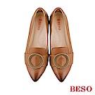 BESO 氣質典雅 全真皮古銅圓形飾釦仿舊刷色尖頭粗跟鞋~茶