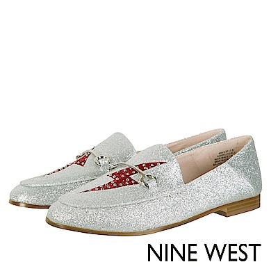 NINE WEST--閃電亮面樂福平底鞋-亮眼銀