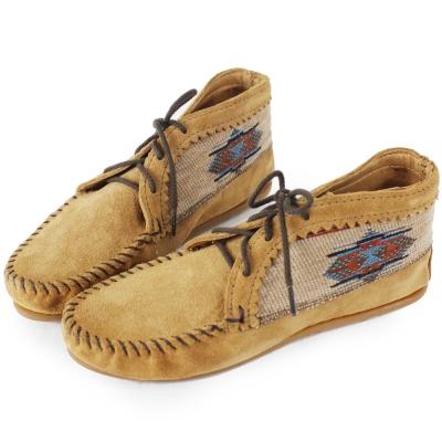 MINNETONKA 沙棕色麂皮刺繡莫卡辛 女短靴 (展示品)