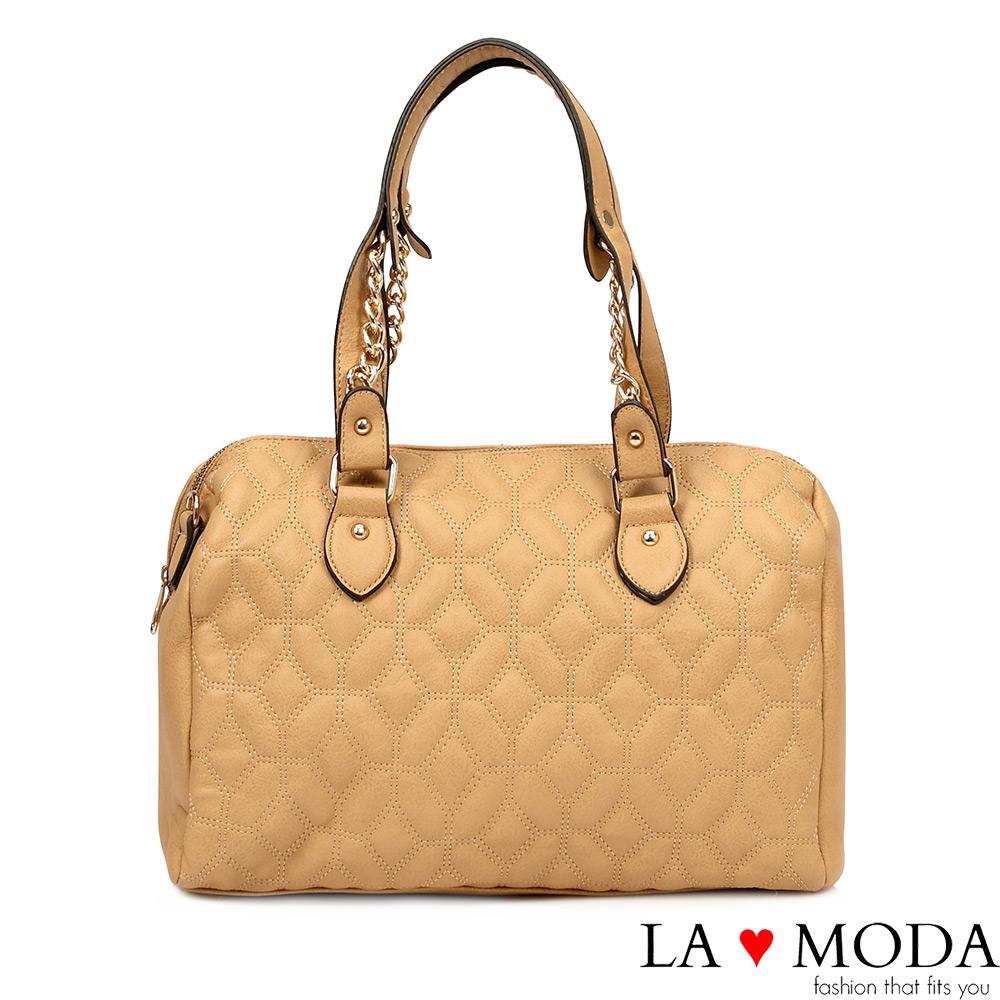 La Moda 特殊立體壓紋設計鍊條波士頓包(杏)