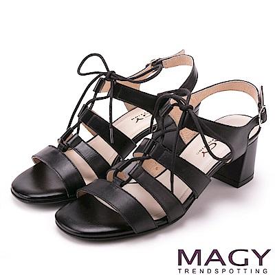 MAGY 異國時尚風情 鏤空綁帶牛皮粗高跟羅馬涼鞋-黑色