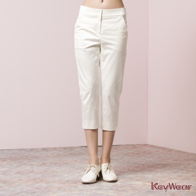 KeyWear奇威名品-優雅緞面珍珠光澤七分褲-白