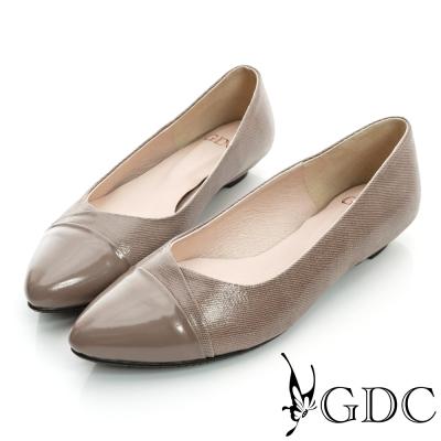 GDC典雅-細格紋拼接尖頭真皮低跟鞋-咖啡色