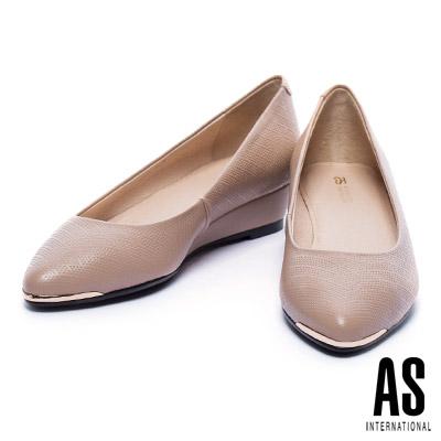 低跟鞋 AS 金屬風菱格壓紋牛皮楔型低跟鞋-米