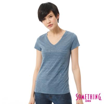 SOMETHING-大版英文膠印V領T恤-女-藍色