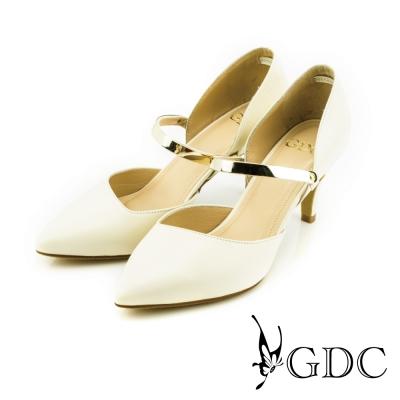 GDC-都會時尚金屬質感扣帶真皮尖頭高跟鞋-米杏色