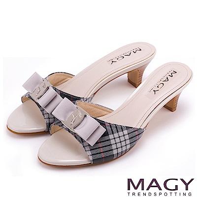 MAGY 時尚優雅名媛 經典格紋LOGO羊皮涼拖鞋-灰色