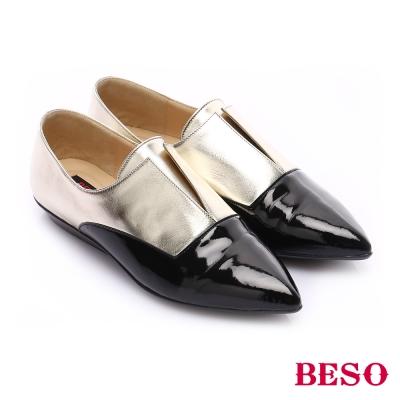 BESO-時尚核心-異材質拼接尖楦牛津平底鞋-金