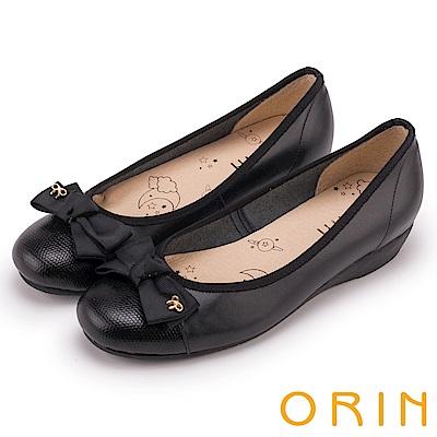 ORIN 甜美輕柔 鞋頭壓紋全牛皮蝴蝶結娃娃鞋-黑色