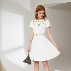 立體雕花傘擺簡約造型白洋裝