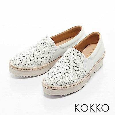 KOKKO -繽紛年華雕花麻繩真皮休閒鞋-輕盈白