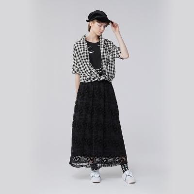 gozo  優雅網紗英文設計鬆緊長裙(黑色)