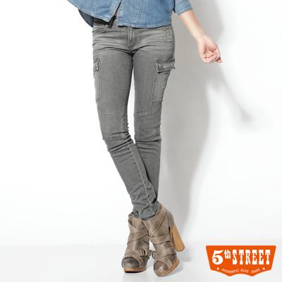 5th STREET 率性閒適 剪接伸縮窄直筒工作褲-女款(淺灰)