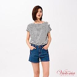 Victoria 不對稱肩絆帶設計落肩短袖-女-白底藍條
