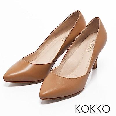 KOKKO - 簡約尖頭真皮側挖低高跟鞋-拿鐵咖