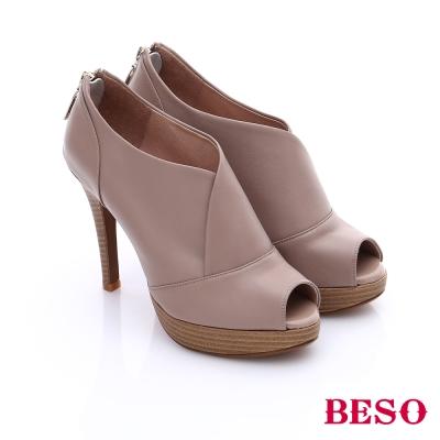BESO 都會摩登女郎 個性素面後拉鍊魚口高跟鞋 卡其色