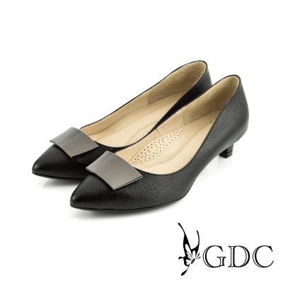 GDC-簡約時尚方形飾扣細格紋真皮尖頭低跟鞋-黑色