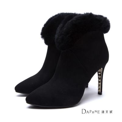 達芙妮DAPHNE-短靴-兔毛滾邊鉚釘跟絨布踝靴-黑8H