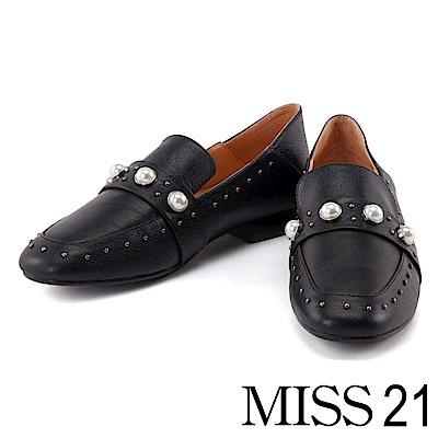 跟鞋 MISS 21 個性珍珠鉚釘摔紋牛皮方頭低跟鞋-黑